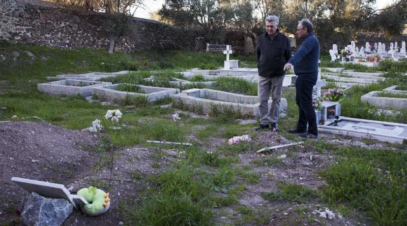Grandi_Cochetel_Mytilene_UNHCR_embassynews
